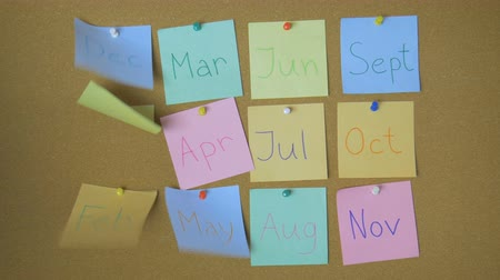 kartka papieru : Calendar, Sticky notes on pin board on the wind funny animation