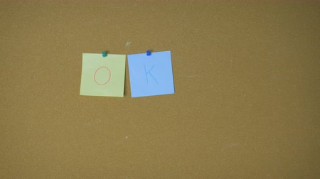 объявлять : Ok! Hands pining sticky notes on pin board funny animation