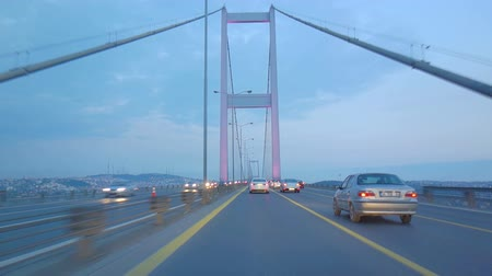 идущий : Fast forward video from a car driving across the Bosphorus Bridge in Istanbul Turkey at blue hour. Going from the European side to the Asian side. Fast forwarded. Стоковые видеозаписи