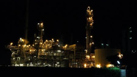 platforma : Oil refinery factory at night, Chonburi, Thailand.