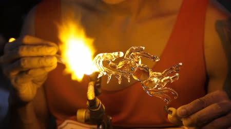 darbe : Blown glass by fire to create a horse.