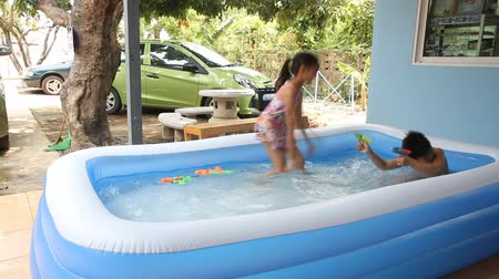 etkinlik : Kids play swim in inflatable plastic pool.
