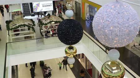 ограждение : people prepare for the New Year holiday in the mall