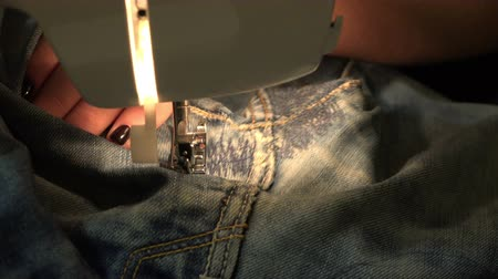 крюк : jeans stitching on the sewing machine Стоковые видеозаписи