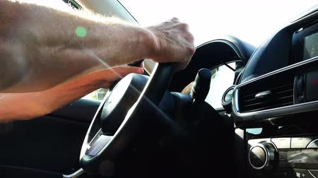 velocímetro : mens hands hold the steering wheel in the car