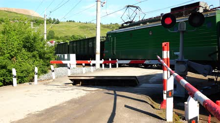 Çapraz kollar : freight train passes by a closed railway crossing