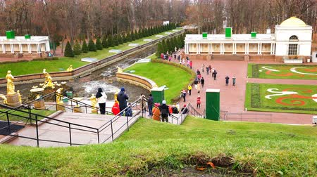 saintpetersburg : tourists go down the stairs to the lower Park