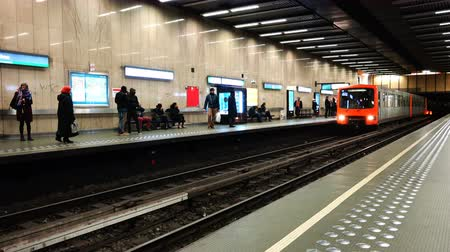 vaga : Belgium, November 24, 2017, Brussels, the train in the subway approaches the pyronome