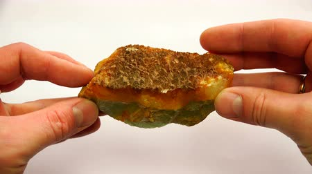 elf : a green mineral with a rough orange surface on one side. Stockvideo