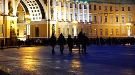 pilares : Russia, 04 January 2017, St. Petersburg company of people walking quietly in the evening on the square Stock Footage