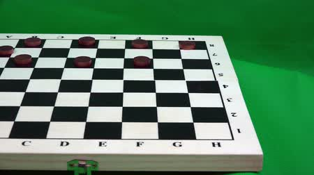 polního : the player arranges checkers on the board.