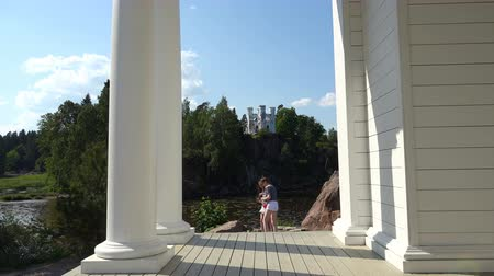 monção : Russia, July 16, Vyborg girlfriends are photographed against the backdrop of Ludwigstein Chapel in Mon Repos Park