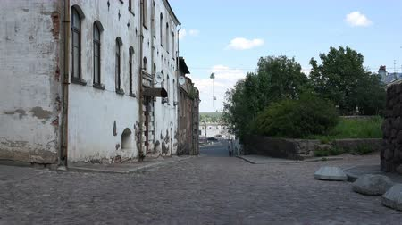 каталонский : half destroyed buildings of the ancient city. Стоковые видеозаписи