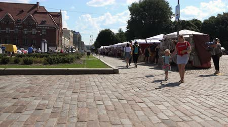 kočičí hlava : Russia, Vyborg, July 15, 2018 tourists walking along the Central market