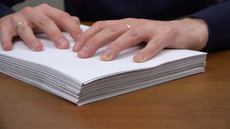 burocracia : An employee pushes a stack of documents and puts a pen to sign. Stock Footage