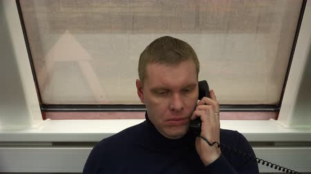 forródrót : a call center employee talking on two phones at the same time.