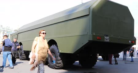 střela : Russia, St. Petersburg, September 02, 2018 new combat military equipment at the exhibition Dostupné videozáznamy