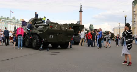 zbroja : Russia, St. Petersburg, September 02, 2018 exhibition of military equipment in the town square Wideo