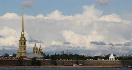 városháza : Russia, St. Petersburg, September 02, 2018 view from the Neva River to the Peter and Paul Fortress Stock mozgókép