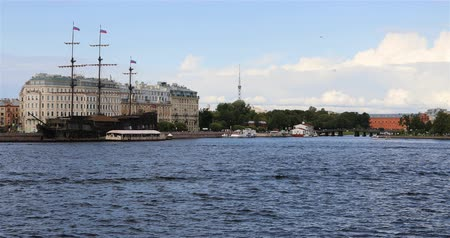 hayran olmak : Russia, St. Petersburg, September 02, 2018 view from the Neva River to the ship Flying Dutchman