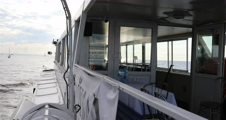 korkuluk : view from the deck to the bow of the ship. Stok Video