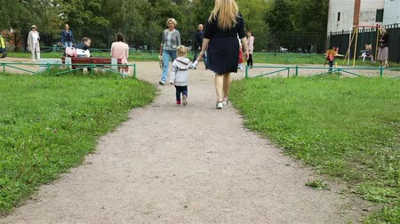 mond : Russia, St. Petersburg, September 1, 2018 The mother and the daughter are going to the children s playground. Stock mozgókép