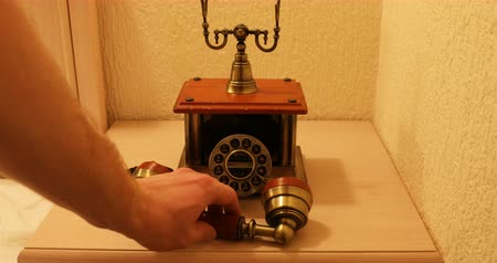 telefonkagyló : Function check of the old vintage telephone apparatus.