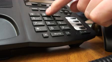 alıcı : dialing a phone number by landline phone. Stok Video
