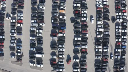 erişilebilirlik : parking is made up of many different cars in parking spaces.