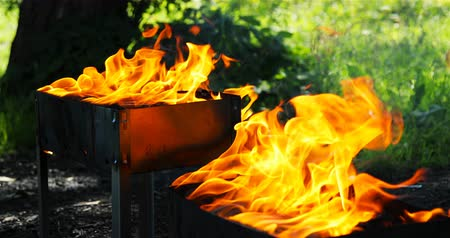 piknik : in braziers coals burn with a bright yellow flame.
