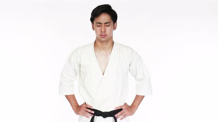 каратэ : Young adult man with black belt practicing a Kata