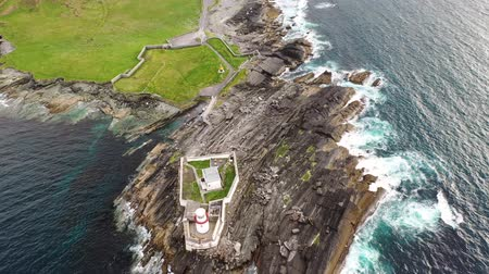 resmedilmeye değer : Beautiful view of Valentia Island Lighthouse at Cromwell Point. Locations worth visiting on the Wild Atlantic Way. Scenic Irish countyside on sunny summer day, County Kerry, Ireland.