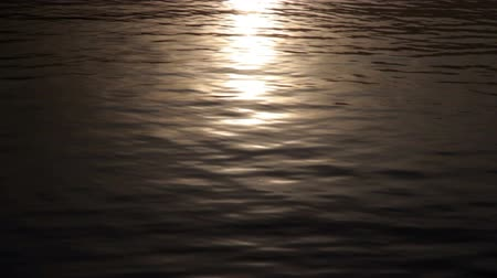 nascer do sol : Sunlight reflections on a lake