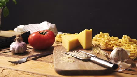 kapary : Shredded cheese with fresh basil and italian spaghetti on wooden kitchen table