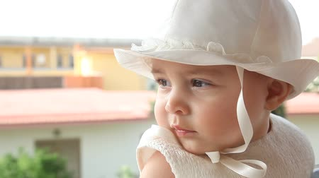 шляпа : Portrait of a child a few months with white dress and hat on the day of her baptism.