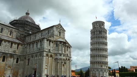 torre sineira : Time Lapse of historical Pisa Tower in Cathedral Square of Pisa, Italy.