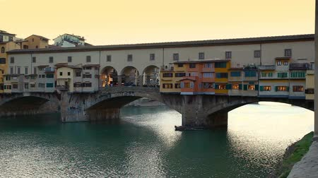 Side view at sunset of Ponte Vecchio in Florence, Italy. Vídeos