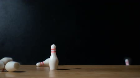 miniatűr : Super slow motion footage with falling skittles with bowling ball.