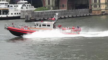New York City, USA - July 15, 2015: Fire department of New York FDNY Rescue boat on East River Vídeos