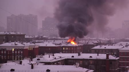 Fire on the roof of a building in Moscow evening winter Wideo