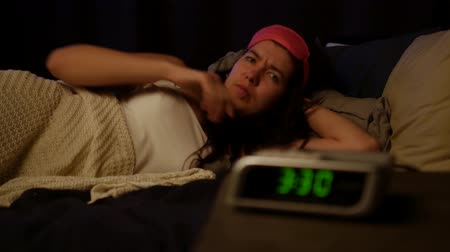 smashing : Woman can not sleep at night. Stock Footage