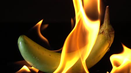 padlizsán : Slow motion of fire burning eggplant