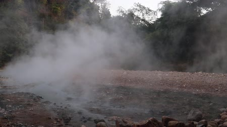 геотермальный : Hot spring in the nature at Lampang Thailand