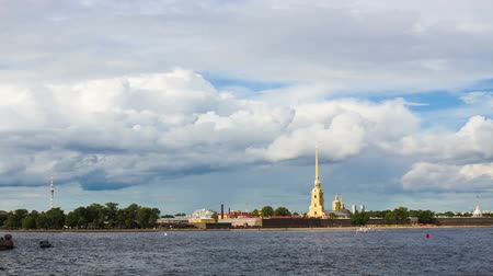 saintpetersburg : St.Petersburg , Russia - august 17 . 2014: Beautiful view from the Vasilevsky Island Peter and Paul Fortress