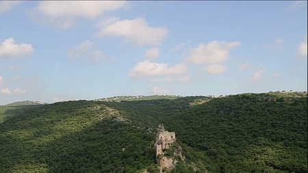 rytíř : Montfort Shtarkenberg is a ruined crusader castle in the Upper Galilee region in northern Israel.
