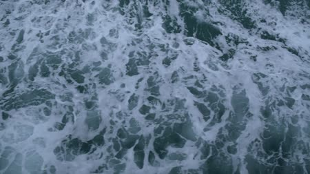 ondulação : Waves beside the ship that is sailing in the sea, Top view of the sea while a boat running, Slow motion. Vídeos