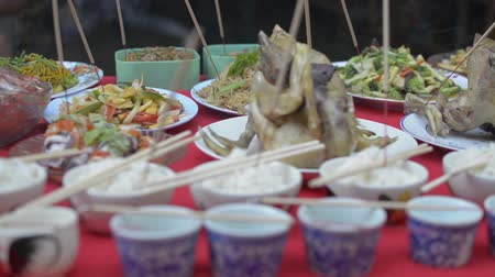 заслуга : Prepared foods for paying respect to ancestor spirits during chinese new year.