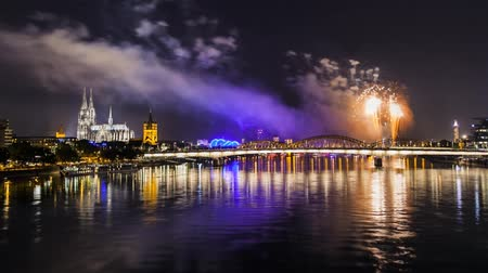 церковь : world heritage cathedral cologne cityscape with fireworks