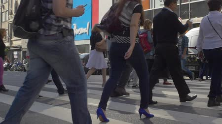 zsúfolt : People crossing the street in downtown Buenos Aires in slow motion