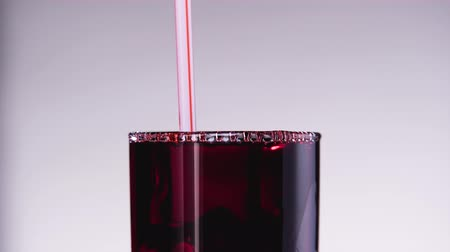 granaatappel : Someone drinking cherry or strawberry juice from the glass throw the straw.